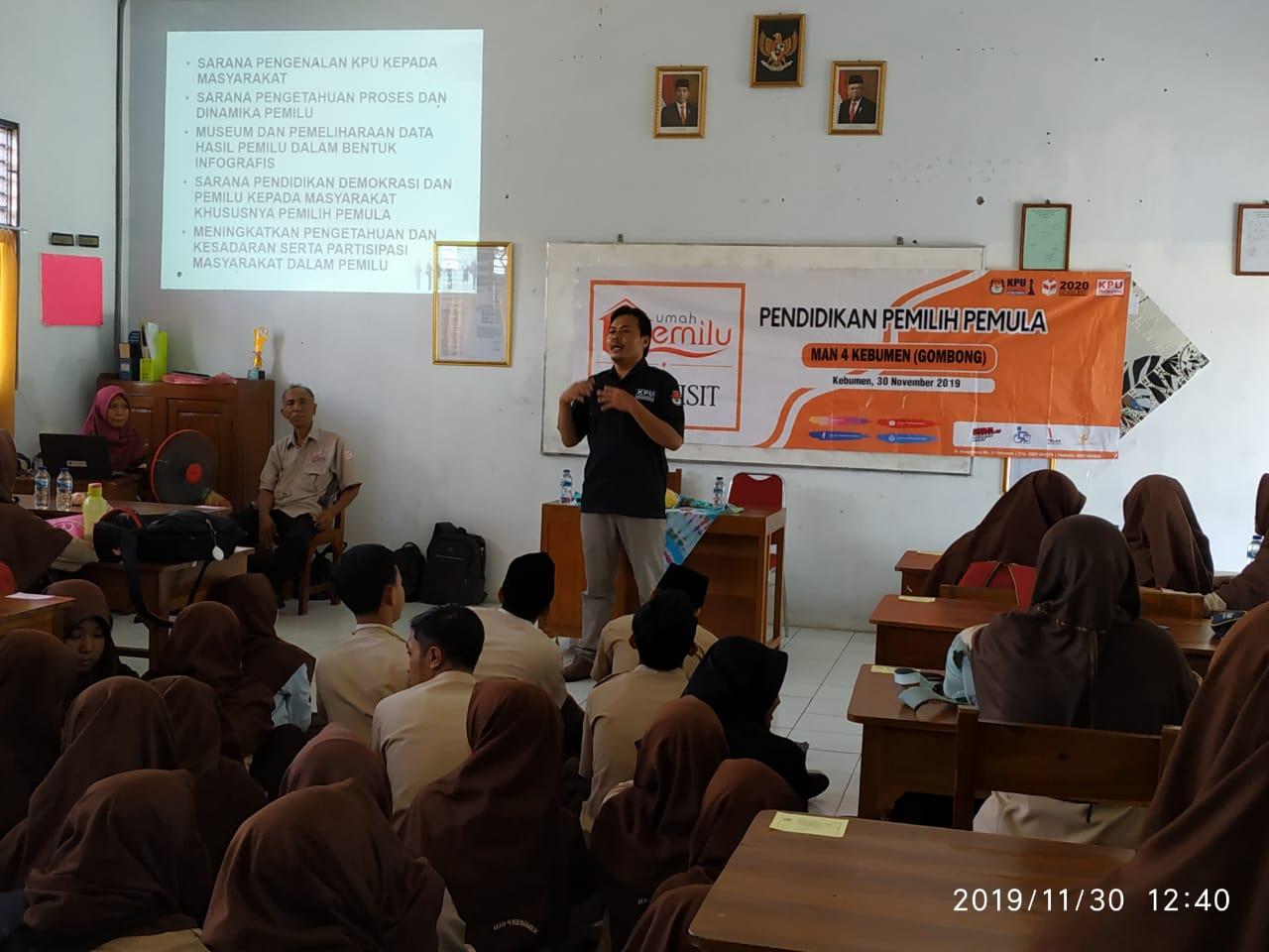 Gencarkan Pendidikan Pemilih Pemula di MAN 4 Kebumen (Gombong)